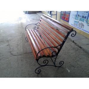 Деревянная скамейка с элементами ковки, Симферополь, 2015 г.