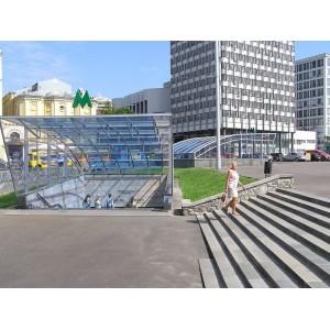 """Вход в ст. метро """"Дворец спорта"""" (г. Киев)"""
